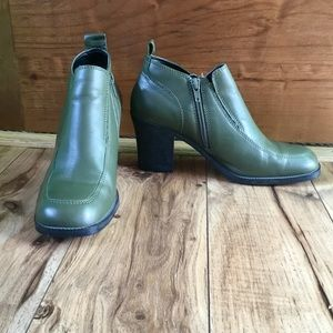Newport News Olive Green Ankle Boots, Sz 7.5